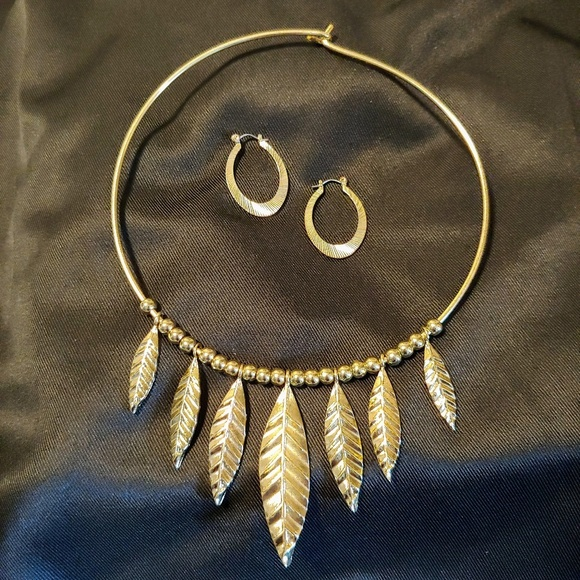 unknown Jewelry - Feather choker and earrings set